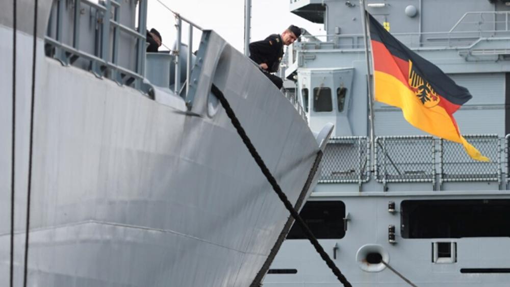 """Γερμανία: Το πολεμικό πλοίο """"Βερολίνο"""" αποπλέει για τη Μεσόγειο για τον έλεγχο του εμπάργκο όπλων στη Λιβύη"""