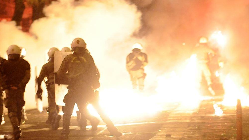 Νύχτα επεισοδίων στα Εξάρχεια - δύο τραυματίες αστυνομικοί
