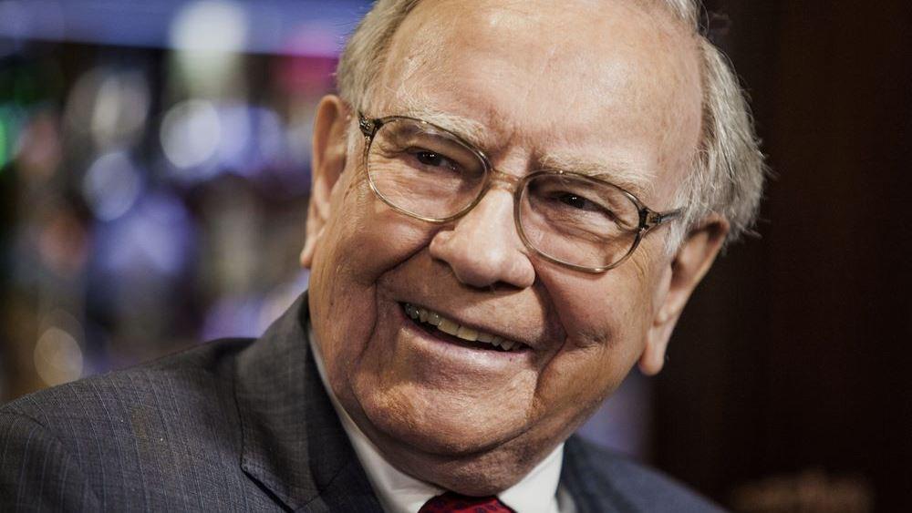 O Warren Buffett άρχισε να αγοράζει ξανά μετοχές