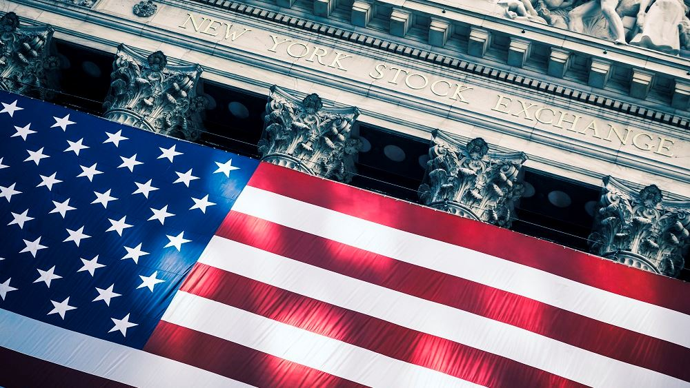Μικτά πρόσημα στη Wall Street - τριψήφια άνοδος για τον Dow Jones