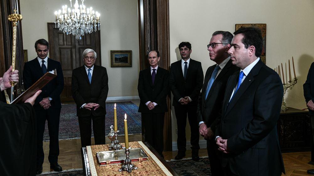 Ορκίστηκαν ο νέος υπουργός Μετανάστευσης και Ασύλου Ν. Μηταράκης και ο νέος αναπληρωτής υπουργός Γ. Κουμουτσάκος