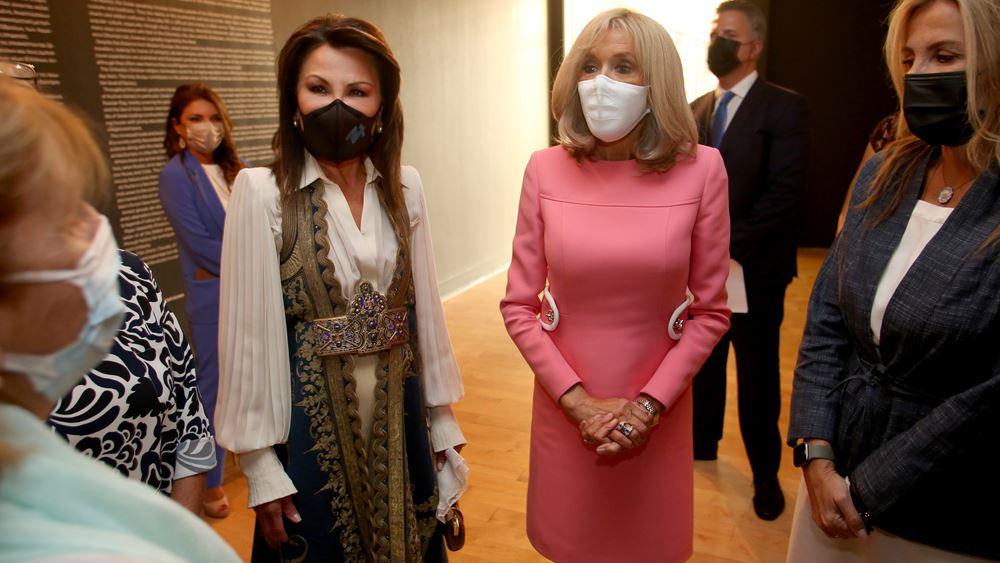 Στο Μουσείο Μπενάκη η Μπριζίτ Μακρόν με τη Μαρέβα Γκραμπόφσκι-Μητσοτάκη και τη Γιάννα Αγγελοπούλου-Δασκαλάκη