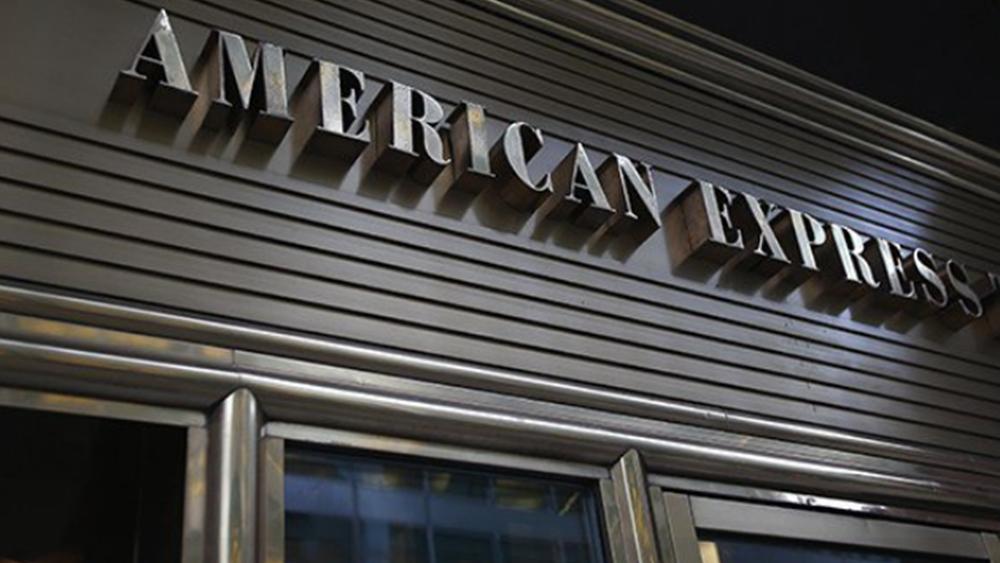 Χαμηλότερα των εκτιμήσεων τα έσοδα της American Express, υποχωρεί η μετοχή