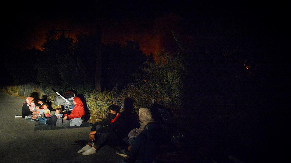 Πύρινη κόλαση στη Μόρια: Κάηκε ο καταυλισμός - Στον δρόμο 12.500 μετανάστες