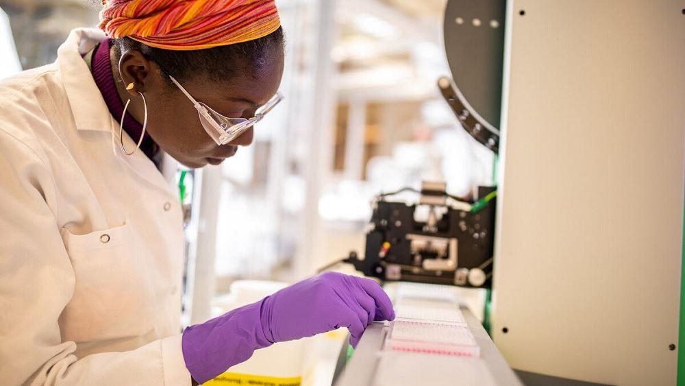 Πτώση για τη μετοχή της AstraZeneca παρά τα θετικά αποτελέσματα του εμβολίου