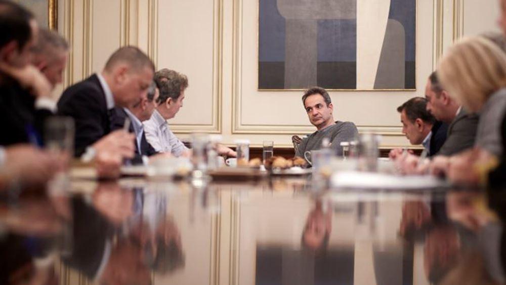 """Κορονοϊός: Η αντίδραση Μητσοτάκη στην πρώτη σύσκεψη με τον Τσιόδρα- """"Να σώσουμε ζωές"""""""