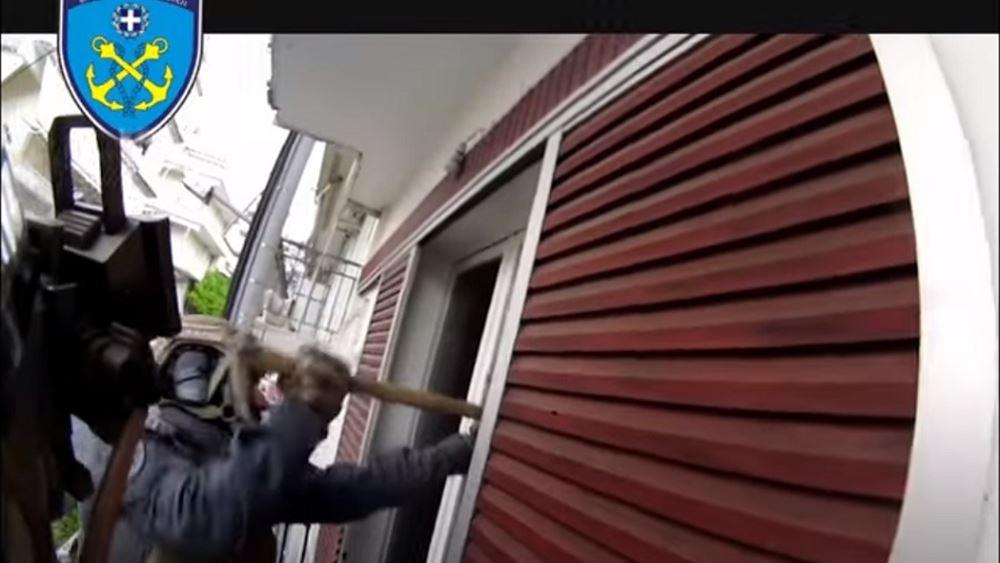 Εντοπισμός ναρκωτικών και εκρηκτικού μηχανισμού σε σπίτια στην Αγ.Βαρβάρα, σε επιχείρηση του Λιμενικού