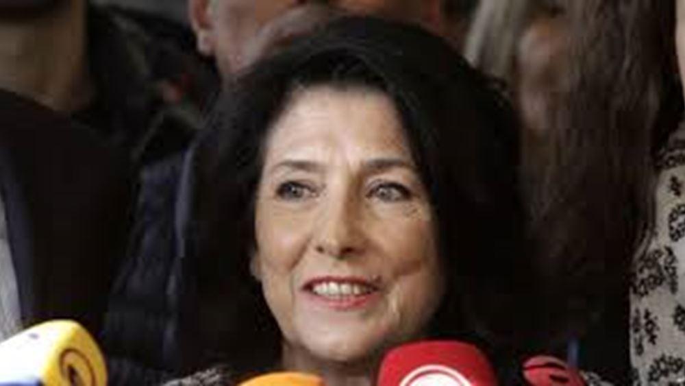 Η 66χρονη Σαλομέ Ζουραμπισβίλι εξελέγη Πρόεδρος της Γεωργίας