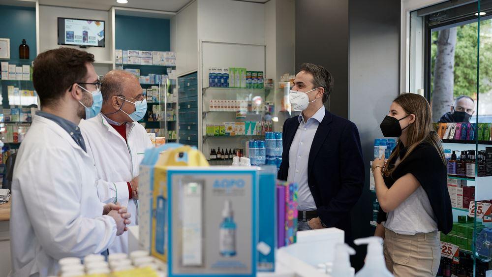 Φαρμακείο στην Καλλιθέα επισκέφθηκε ο Κ. Μητσοτάκης