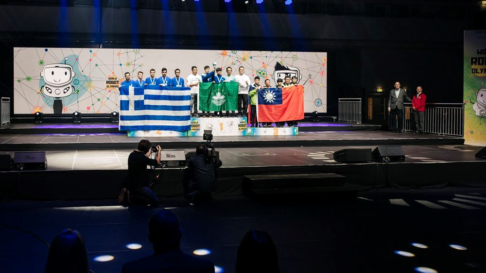 Παγκόσμια πρωτιά για την ελληνική αποστολή στην Ολυμπιάδα Εκπαιδευτικής Ρομποτικής 2019