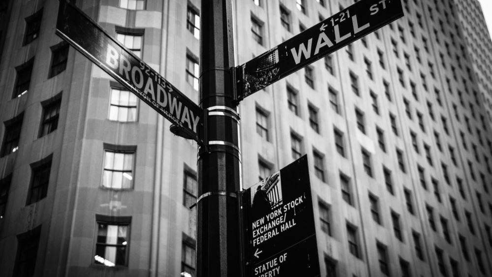"""Κατρακύλα χωρίς φρένο στη Wall Street μετά τα εμπορικά """"πυρά"""" Κίνας - ΗΠΑ"""