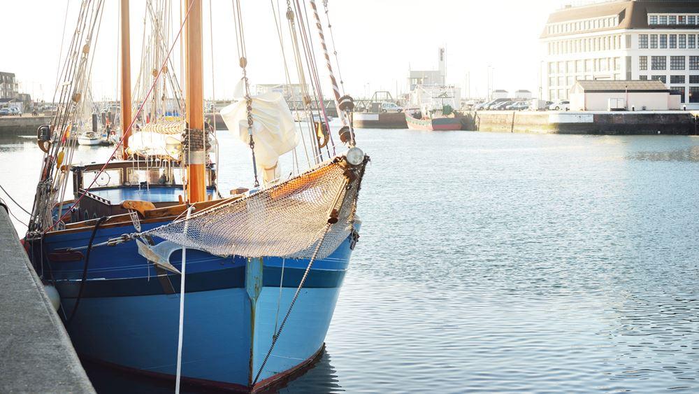 Η Γαλλία συνδέει τα αλιευτικά δικαιώματα με την ευρύτερη χρηματοοικονομική συμφωνία Ε.Ε. - Βρετανίας