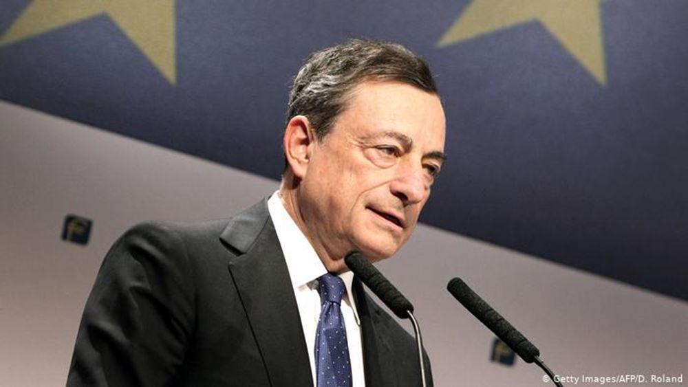 FT: Το δ.σ. της ΕΚΤ ήταν εναντίον της απόφασης Ντράγκι για νέες αγορές ομολόγων