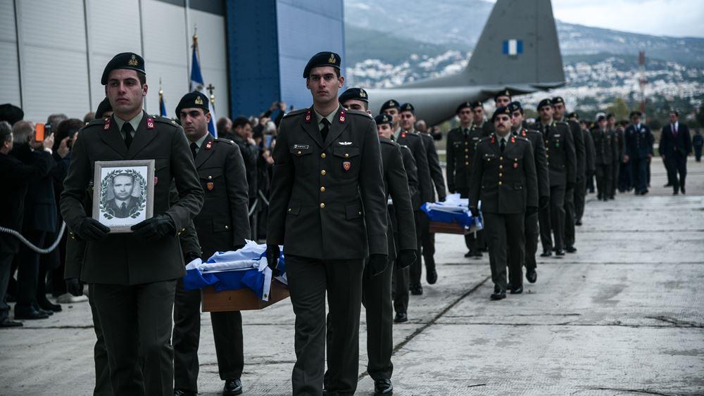 Σε κλίμα συγκίνησης η τελετή υποδοχής των λειψάνων έξι Ελλήνων αγωνιστών της Κύπρου
