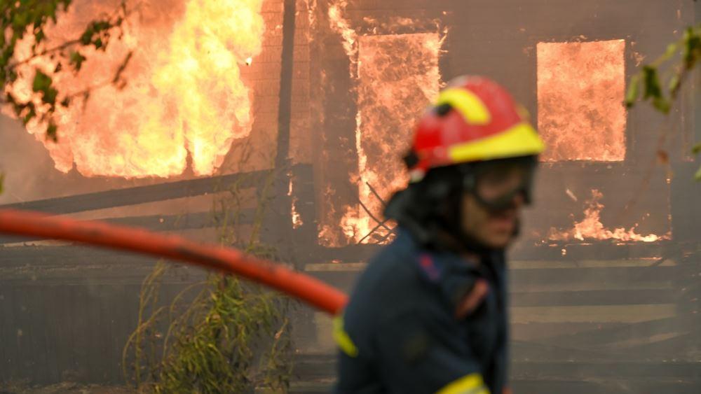 Φωτιά στην Εύβοια: Τραυματίστηκε πυροσβέστης- Είναι καλά στην υγεία του
