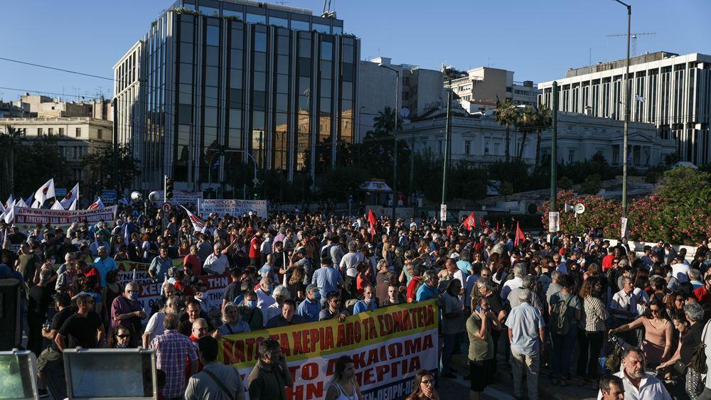 Σε εξέλιξη συλλαλητήριο στο κέντρο της Αθήνας ενάντια στο νομοσχέδιο για τις διαδηλώσεις