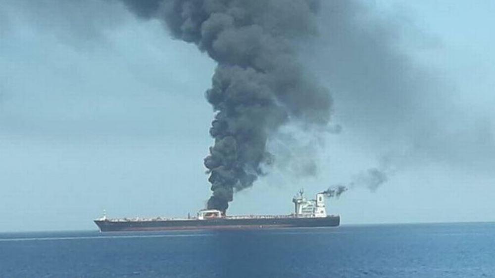 Προς τον Κόλπο πλέει το ιρανικό τάνκερ που τυλίχθηκε χθες στις φλόγες