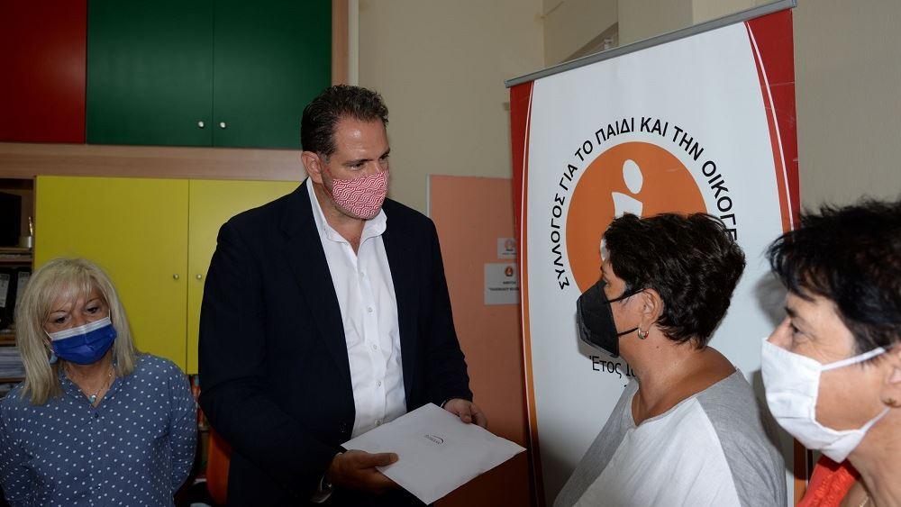 Η Energean δωρίζει σχολικό εξοπλισμό και σχολικά είδη σε Καβάλα, Θάσο και Νέα Καρβάλη
