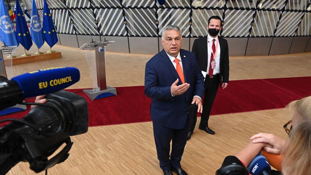 Ο Ούγγρος πρωθυπουργός λέει ότι μάχεται υπέρ των δικαιωμάτων των ομοφυλόφιλων, υπερασπίζεται τον νέο νόμο