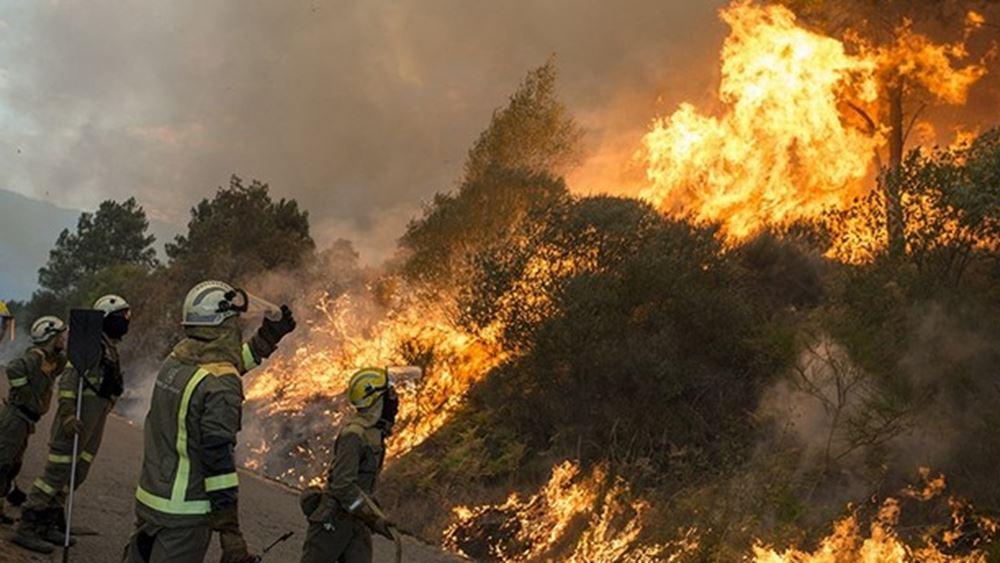 Πυρκαγιά στην Ισπανία: Ένας πυροσβέστης νεκρός, χίλιοι κάτοικοι εκτοπισμένοι