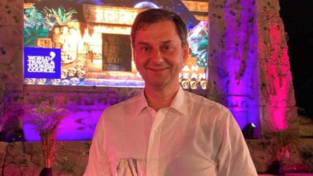 """Το βραβείο """"Global Champion Award for COVID-19 Crisis Management"""" απένειμε στον υπουργό Τουρισμού Χάρη Θεοχάρη το WTCC"""