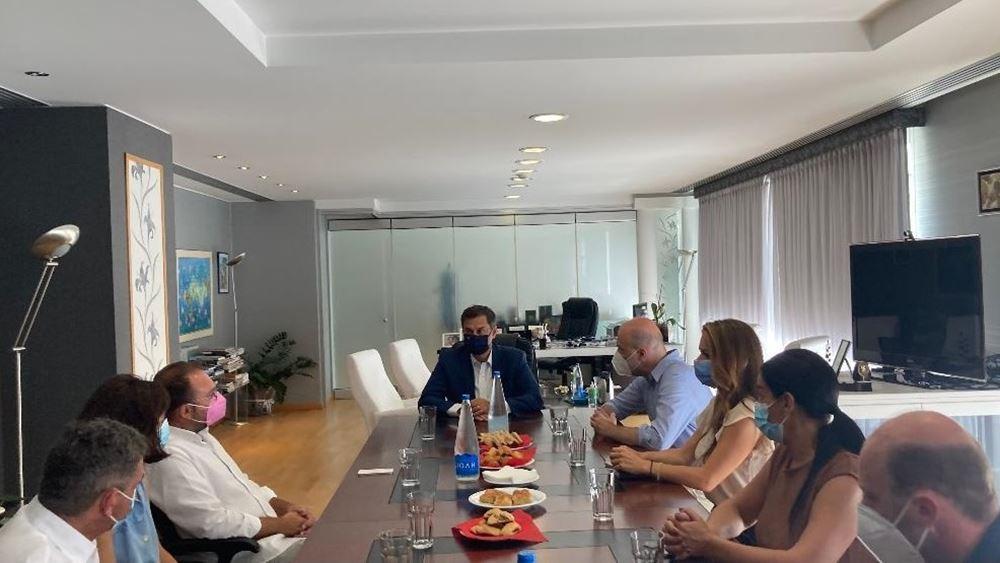 Συνάντηση Χάρη Θεοχάρημε εκπροσώπους του τουριστικού κλάδου από την Αιδηψό