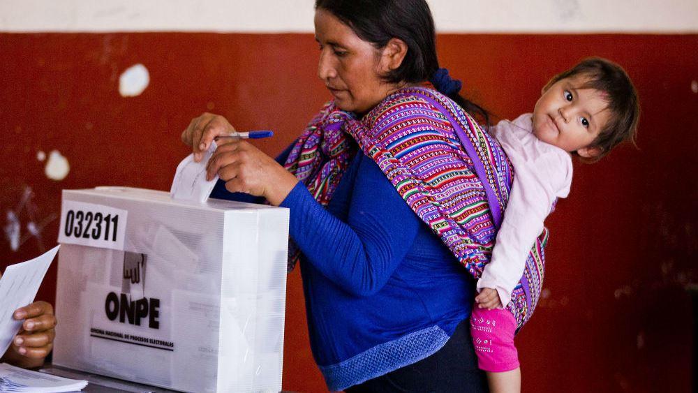 Προεδρικές εκλογές Περού: Διευρύνει το προβάδισμά του ο Πέδρο Καστίγιο ενόψει 2ου γύρου
