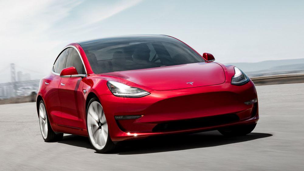 Μασκ: Η Tesla εξετάζει τη δημιουργία παραγωγικής μονάδας στη Ρωσία