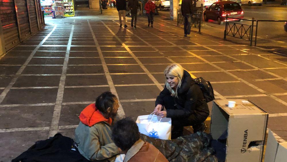"""Δώρα στους αστέγους της Αθήνας μοίρασε η """"ΑΠΟΣΤΟΛΗ"""""""