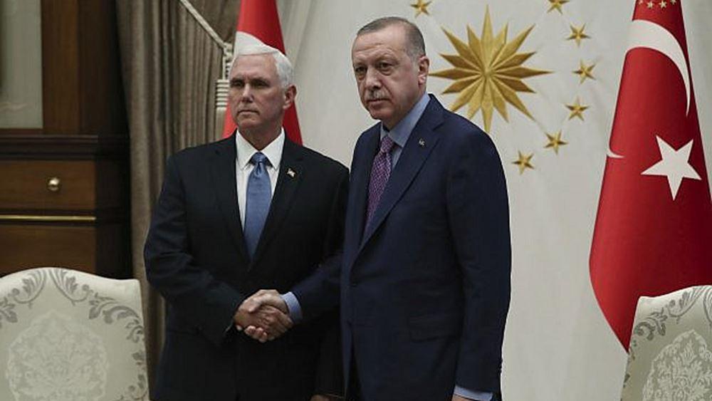 Η αμηχανία στη συνάντηση Πενς - Ερντογάν