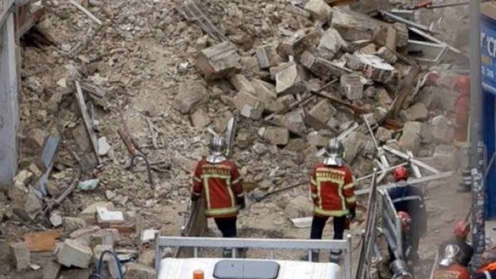 Μπαλκόνι κατέρρευσε στη Μασσαλία, σε δρόμο που ακολουθούσε η πορεία στη μνήμη των θυμάτων της κατάρρευσης δύο πολυκατοικιών