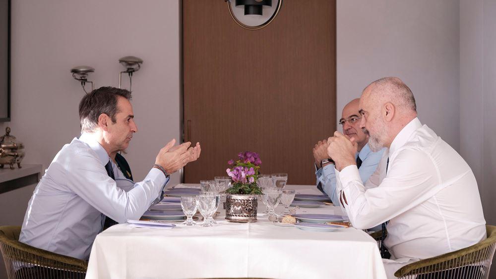 Τι συζητήθηκε στο γεύμα Μητσοτάκη - Ράμα στην οικία του Πρωθυπουργού