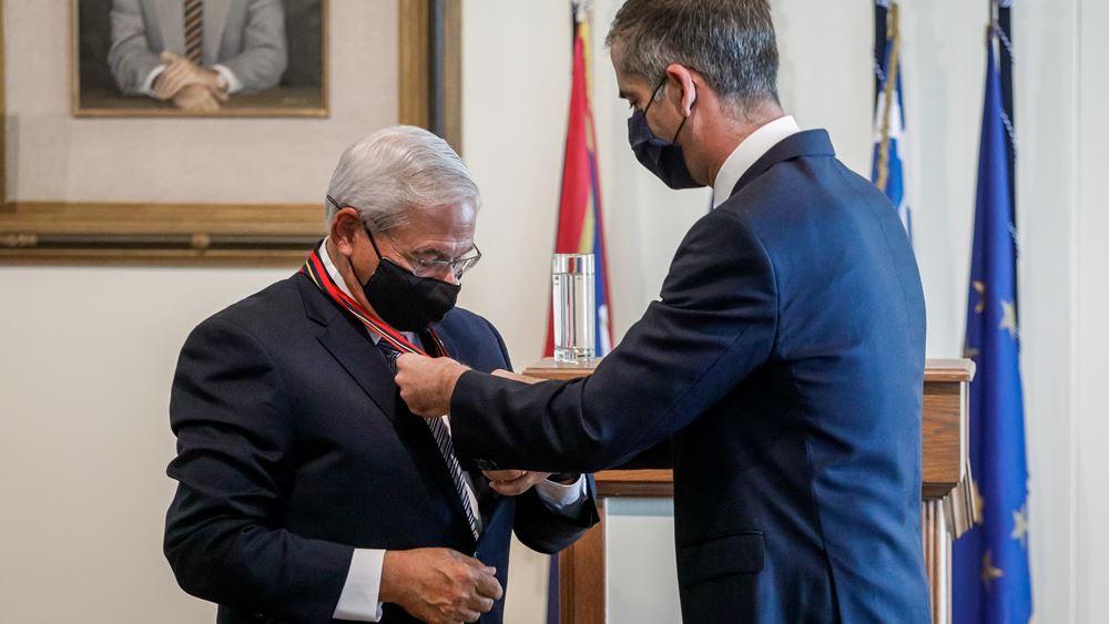 Με το Μετάλλιο της Πόλεως των Αθηνών, τιμήθηκε ο Ρ. Μενέντεζ