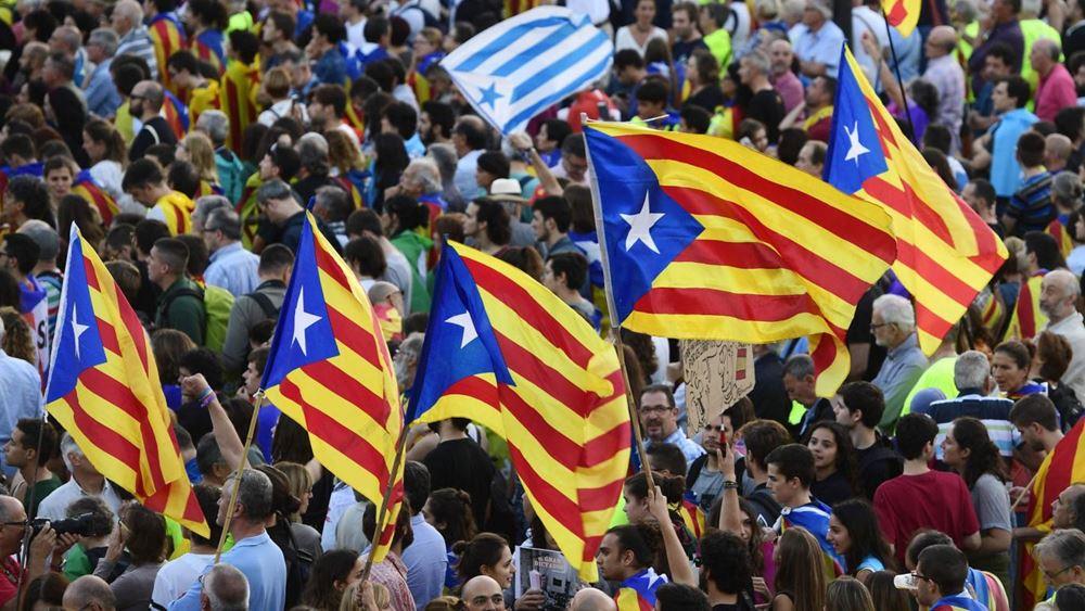 Καταλωνία: Χιλιάδες διαδηλωτές και πάλι στους δρόμους της Βαρκελώνης
