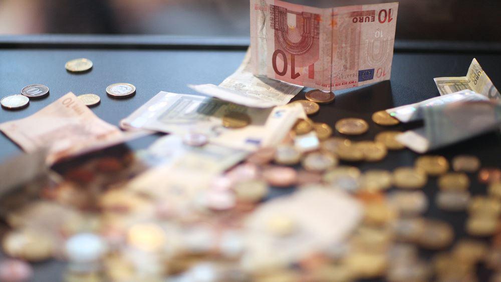 Έρευνα: Το 62% των Ελλήνων έχει λιγότερα χρήματα να ξοδέψει το 2017