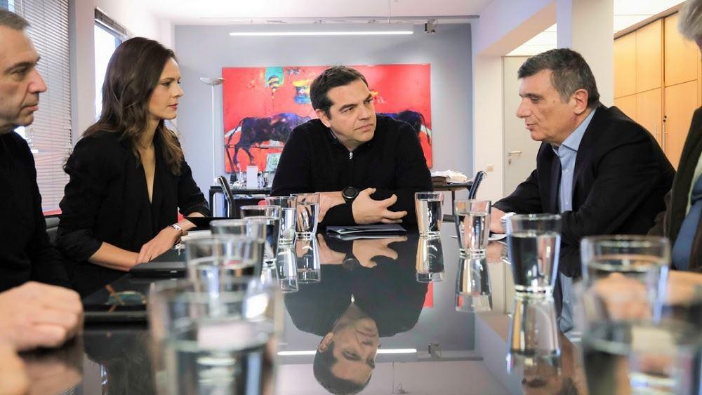 Αλέξης Τσίπρας: Να ανακληθούν οι απολύσεις των τραπεζικών υπαλλήλων