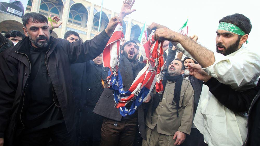 Χιλιάδες Ιρανοί ζητούν εκδίκηση για τον θάνατο του Σουλεϊμανί