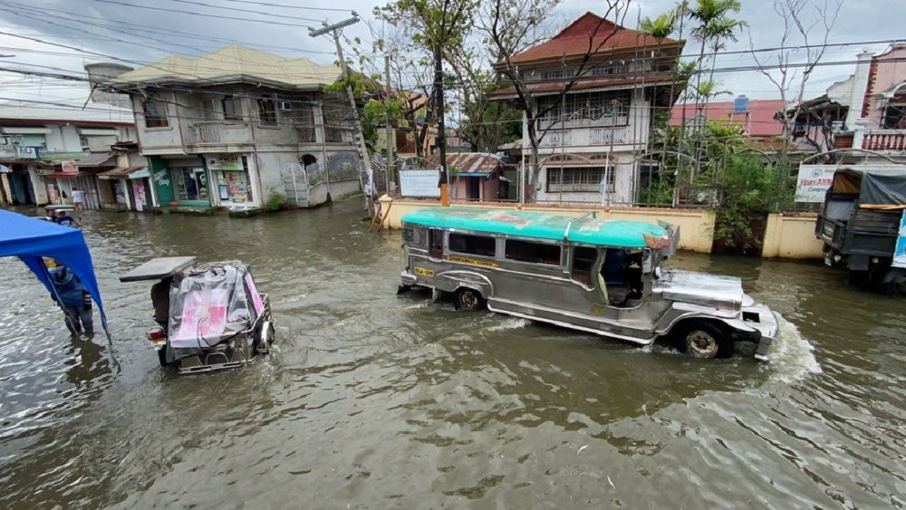 Φιλιππίνες: Πάνω από 70.000 άνθρωποι εγκατέλειψαν τα σπίτια τους λόγω του τυφώνα Μολάβε