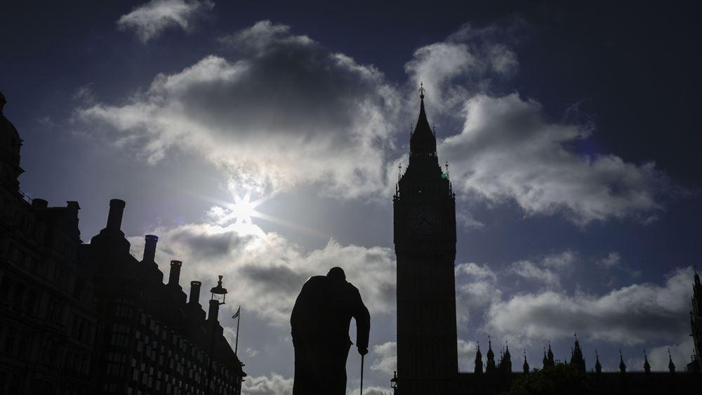 Το Λονδίνο ερευνά το ενδεχόμενο να είχαν υποκλαπεί κάποια εμπορικά έγγραφα που διέρρευσαν