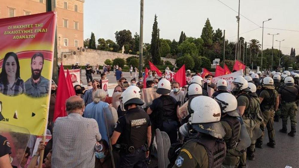 Ένταση στο Σύνταγμα - Διαδηλωτές επιχείρησαν να κινηθούν προς την τουρκική πρεσβεία