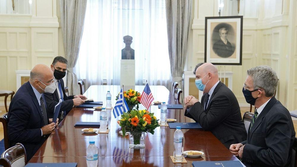 Η συνεργασία Ελλάδας-ΗΠΑ στο επίκεντρο της συνάντησης Δένδια με τον βοηθό ΥΠΕΞ των ΗΠΑ