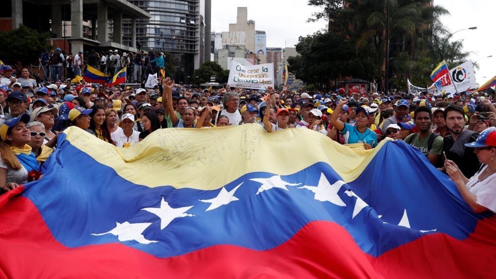 Βενεζουέλα: Ο πληθωρισμός καλπάζει και η Κεντρική Τράπεζα ρίχνει στην κυκλοφορία νέα χαρτονομίσματα