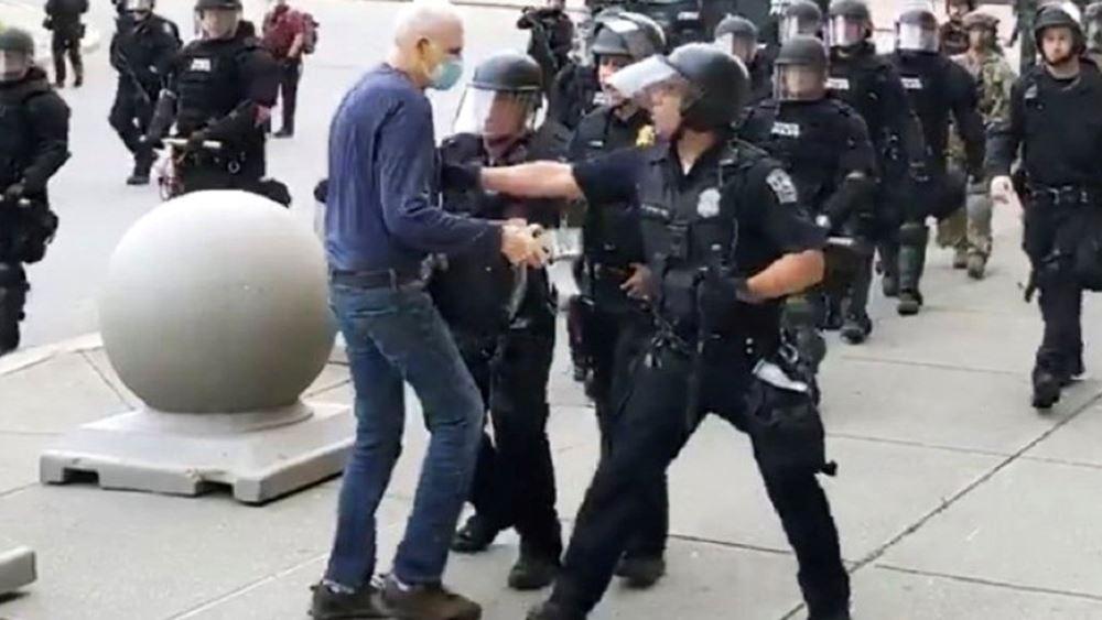 Βίντεο: Αστυνομικοί στο Μπάφαλο έσπρωξαν ηλικωμένο και έσπασε το κεφάλι του - Διατάχθηκε έρευνα