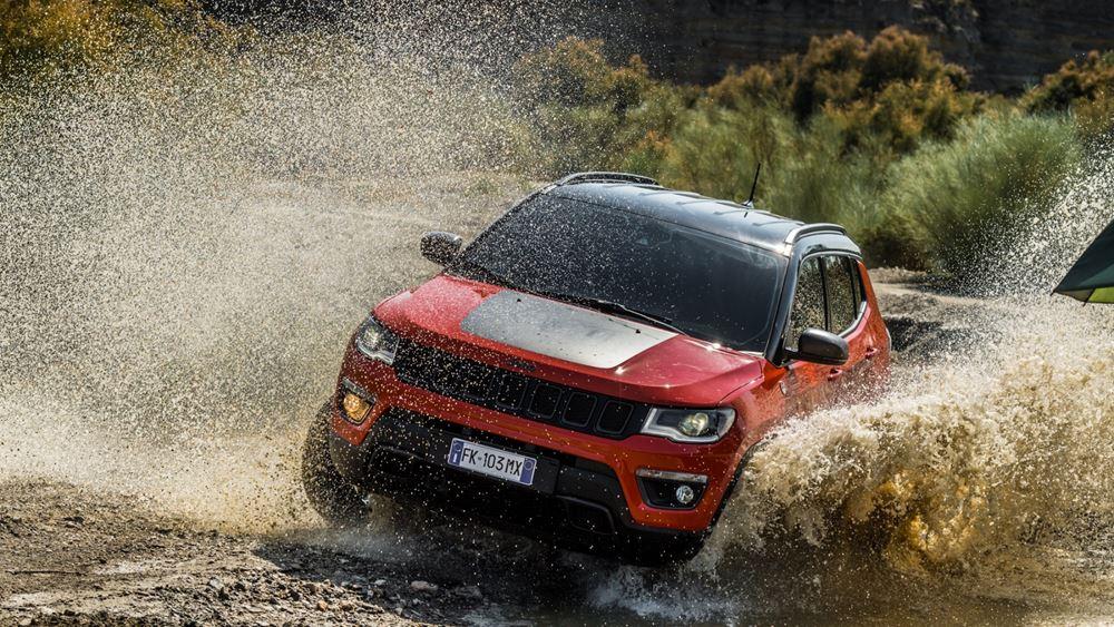 """Η """"απόδραση"""" του Jeremy Renner με το Jeep® Compass"""