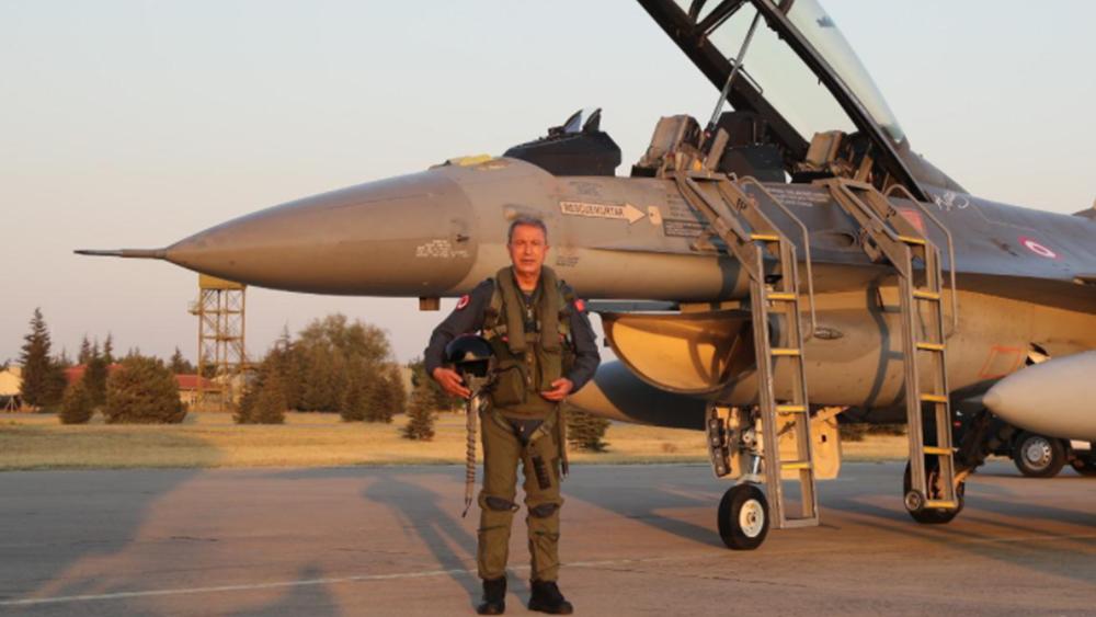 """Τουρκία: Νέο """"σόου"""" με βίντεο από πτήση του Ακάρ με μαχητικό"""