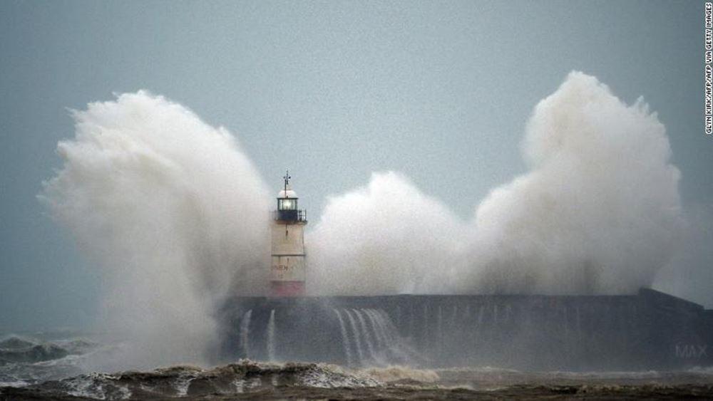 Η καταιγίδα Κιάρα πλήττει τη Βρετανία