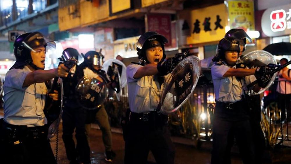 Η αστυνομία του Χονγκ Κονγκ κάνει χρήση χημικών για να διαλύσει τους διαδηλωτές