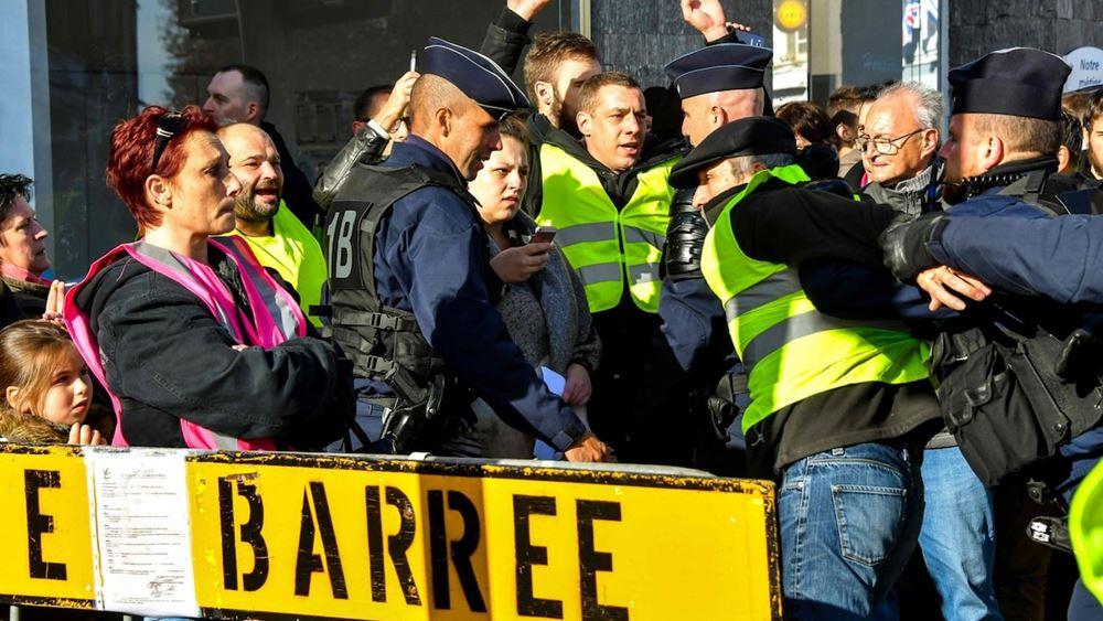"""Γαλλία: Πρώτες καταδίκες αστυνομικών για άσκηση βίας εναντίον """"Κίτρινων Γιλέκων"""""""