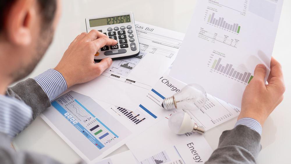 """Τι είναι το net metering που """"ψαλιδίζει"""" τους λογαριασμούς ρεύματος"""