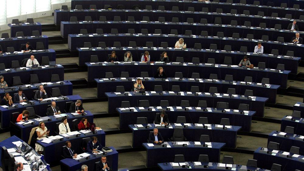 Ευρωκοινοβούλιο: Επεισοδιακή συνεδρίαση με καταλανική διαδήλωση και βρετανικό σόου